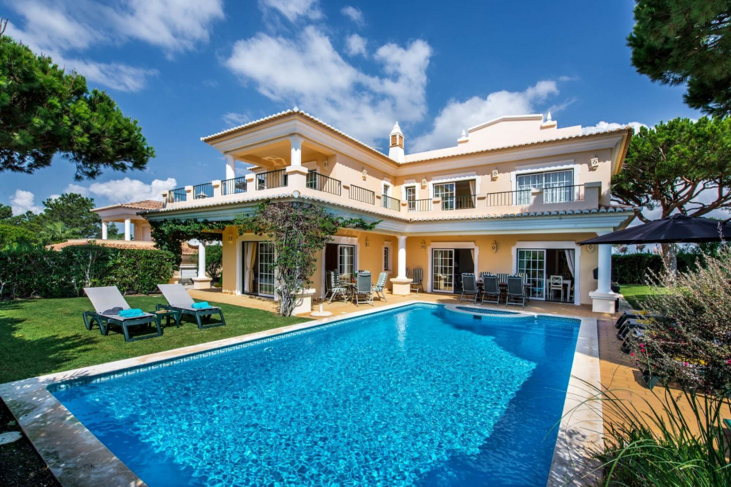 Modern 4 Bedroom Villa with Private Pool and Sea Views