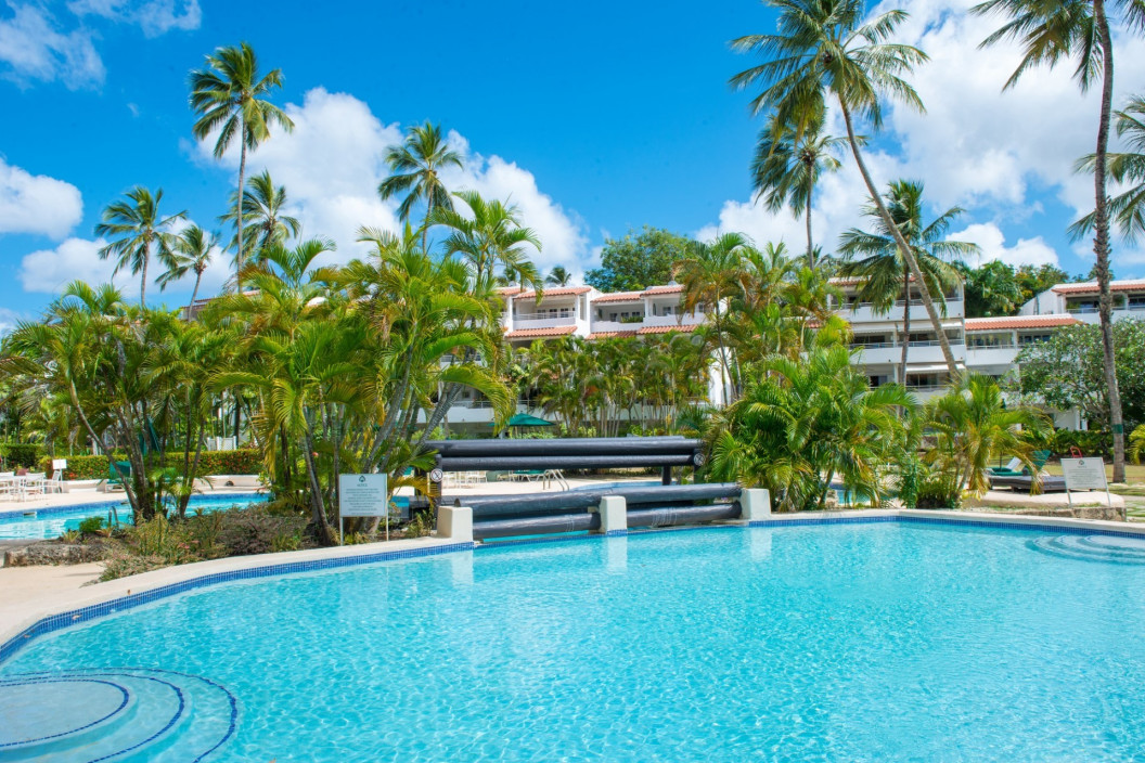 1 Bedroom Beach Front Aapartment in the Glitter Bay Estate