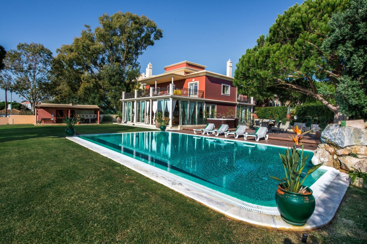 Modern 6 Bedroom Villa with Private Pool, Jacuzzi and Sea Views