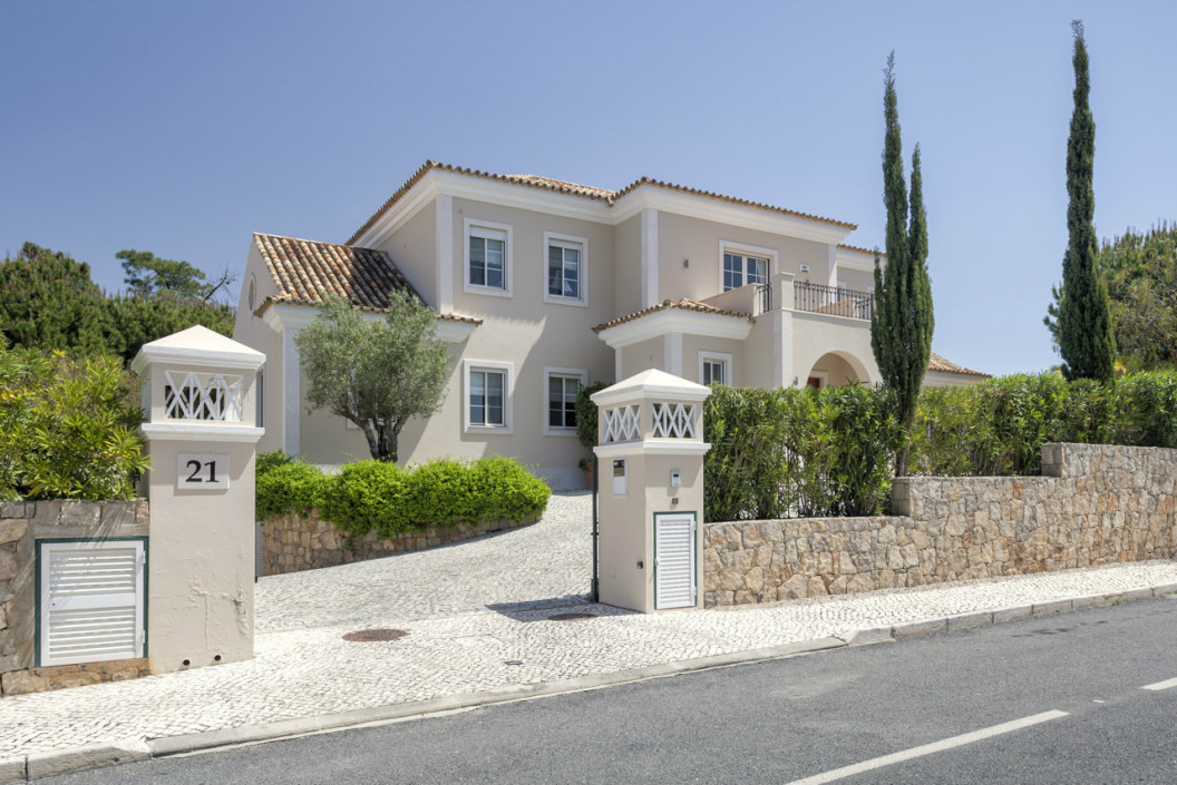 Modern 4 Bedroom Villa with Private Pool & Cinema Room