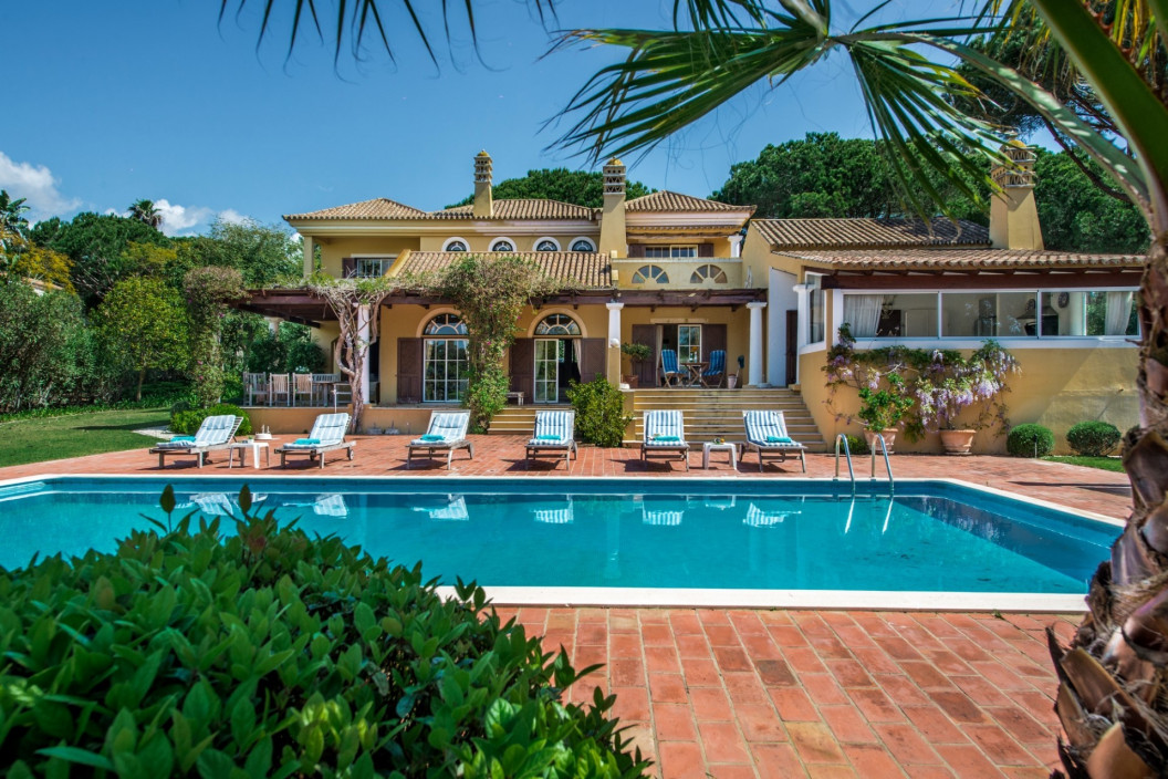 Large Traditional Villa with Private Swimming Pool