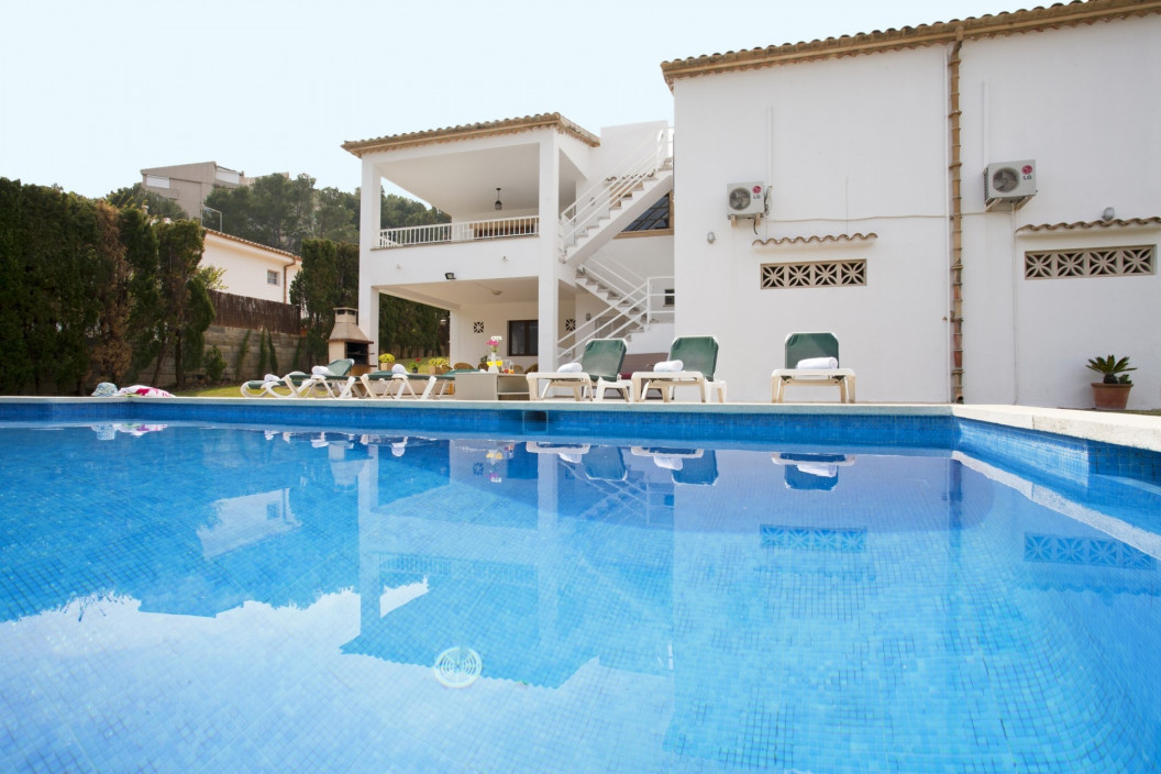 Traditional 4 Bedroom Villa with Private Pool and Table Tennis