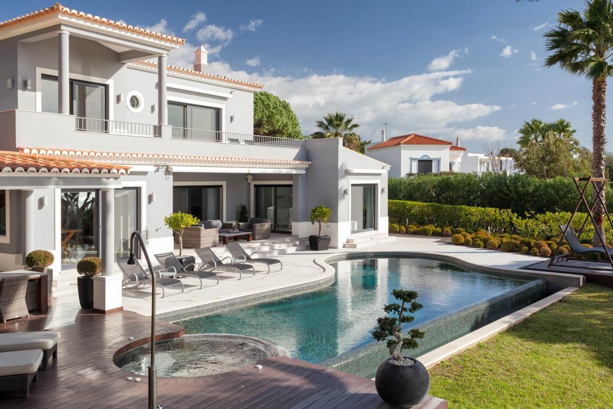 Modern 4 Bedroom Villa with Infinity Pool & Golf Views