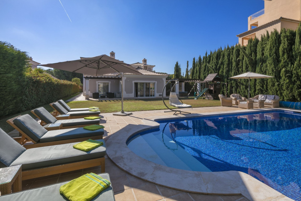 5 Bedroom Villa with Jacuzzi & Pool