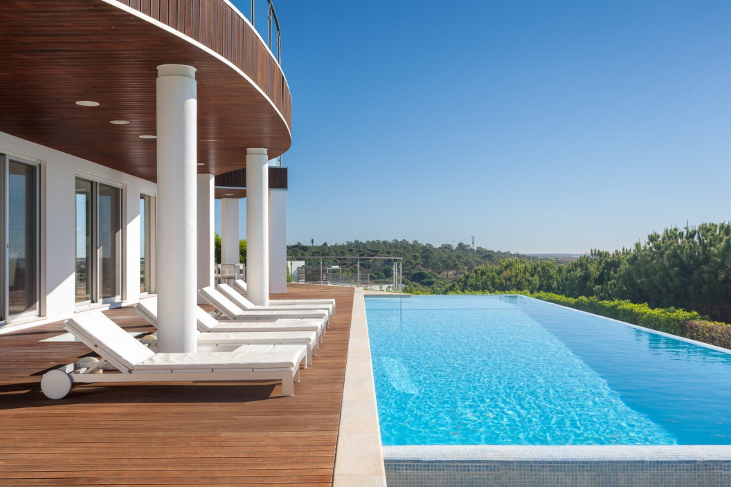 Modern 5 Bedroom Villa with Infinity Pool and Sea Views