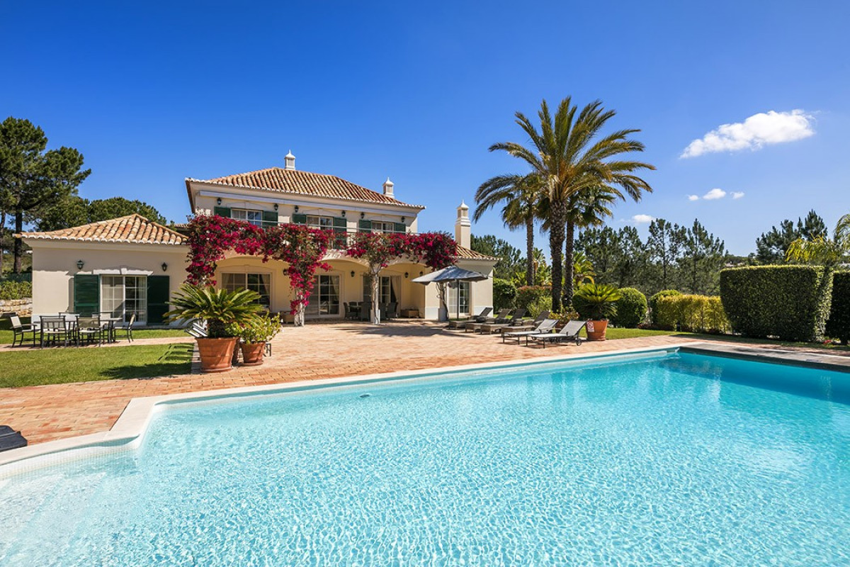 5 Bedroom Villa with Large Pool, Gym & Garden