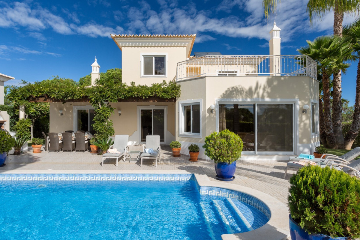 Modern 4 Bedroom Villa with Private Pool