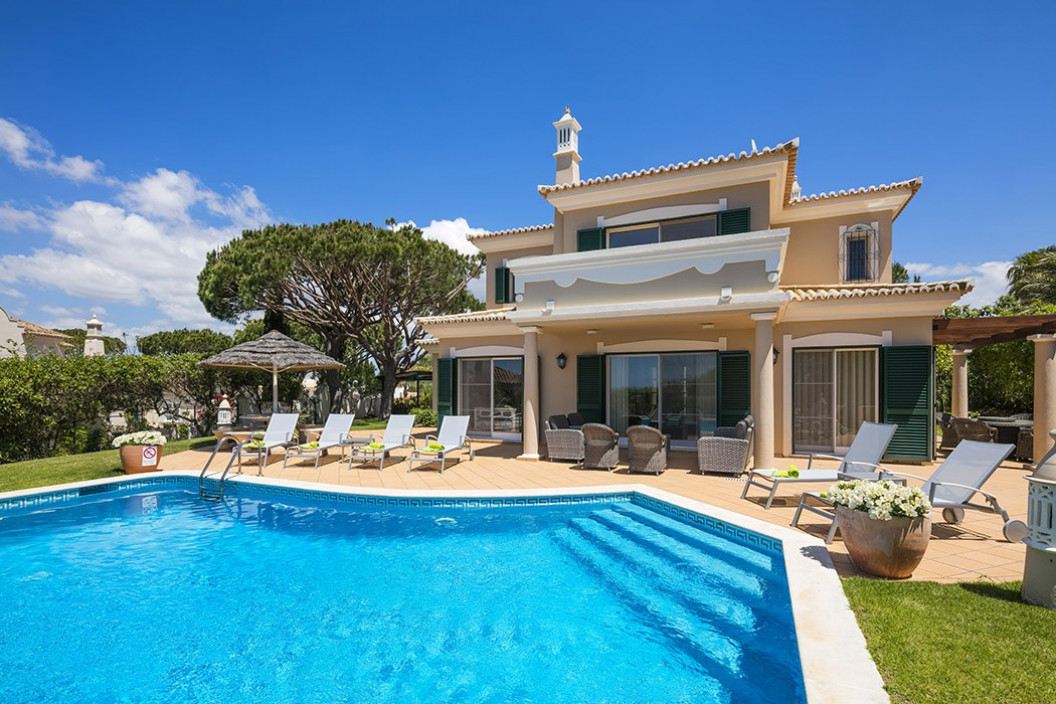 Traditional 3 Bedroom Villa with Private Pool & Walking Distance to Beach