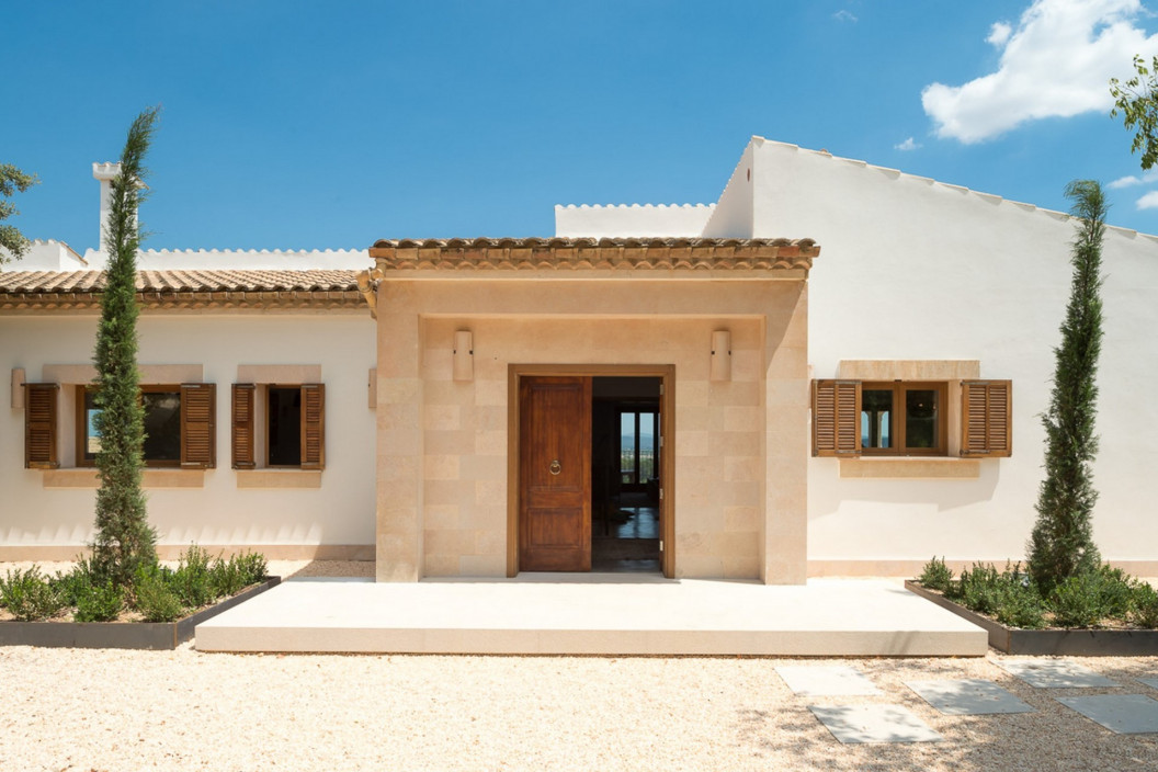Modern 5 Bedroom Villa with Private Pool