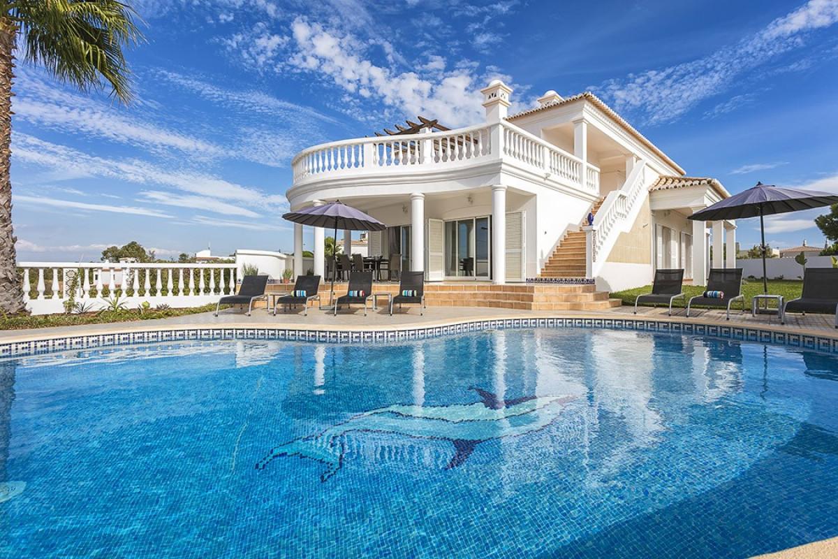 Modern 5 Bedroom Villa with Private Pool & Ocean Views