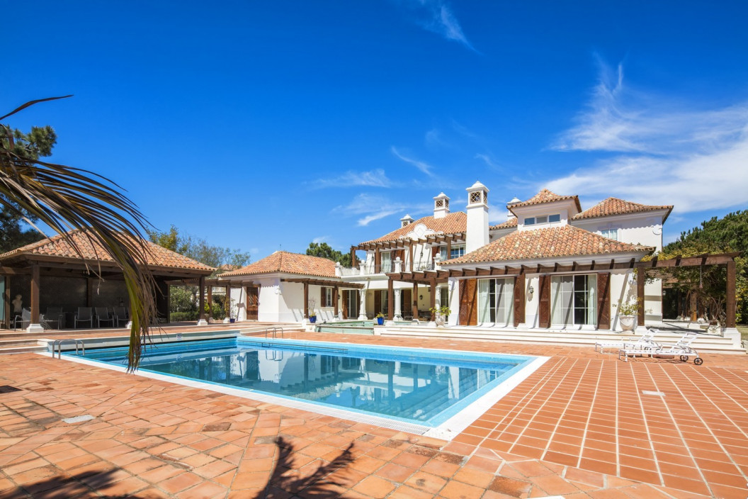 5 Bedroom Villa with Large Garden & Two Pools