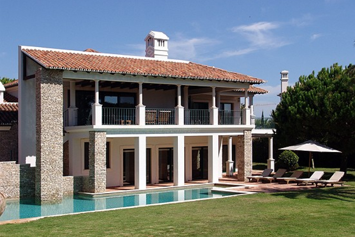 Modern 5 Bedroom Villa with Private Pool, Cinema & Games Room