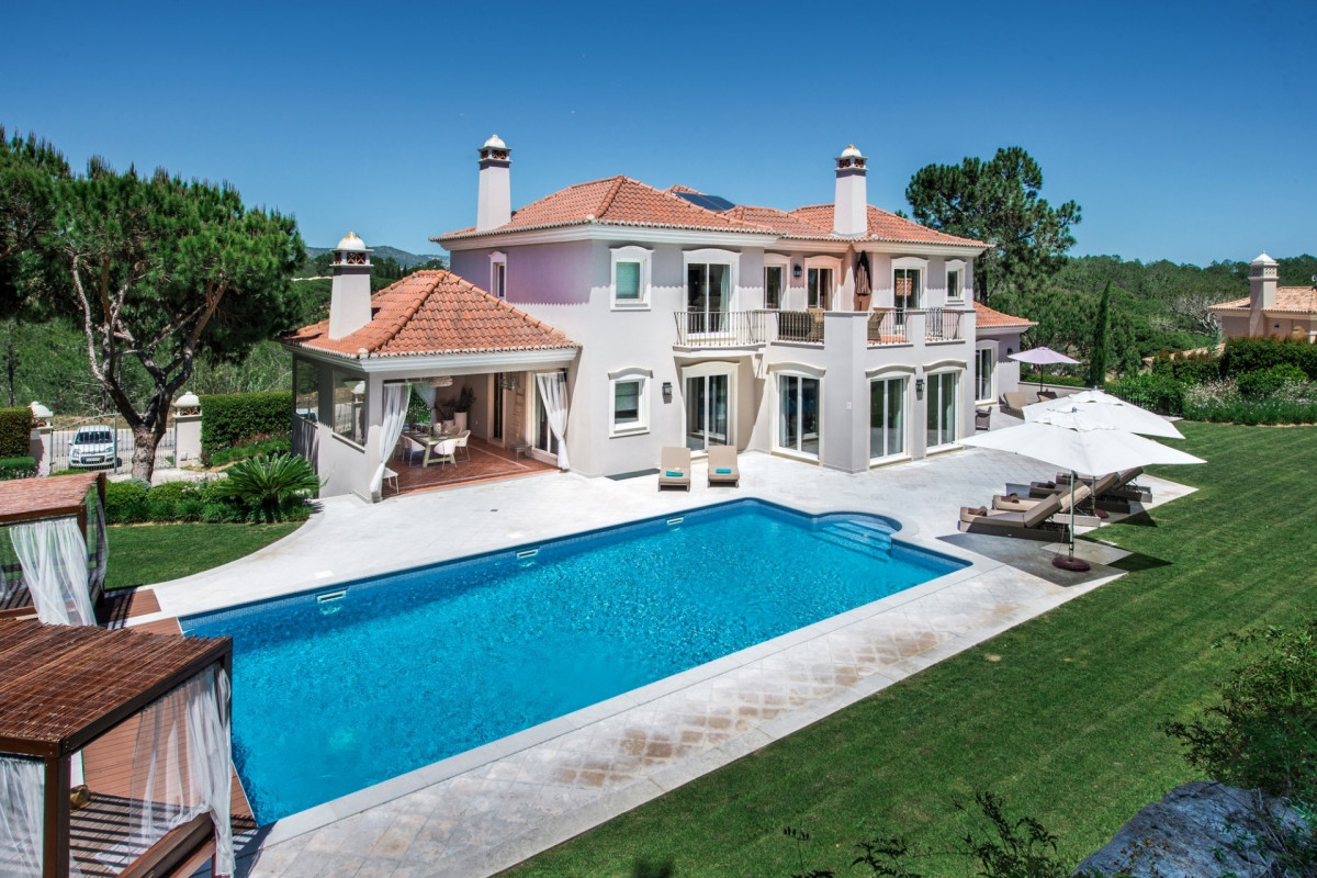 5 Bedroom Villa with Private Pool & Own Putting Green