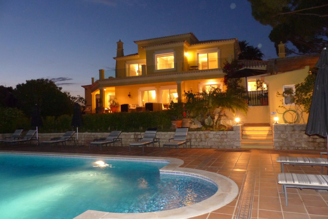 Traditional 5 Bedroom Villa with Private Swimming Pool