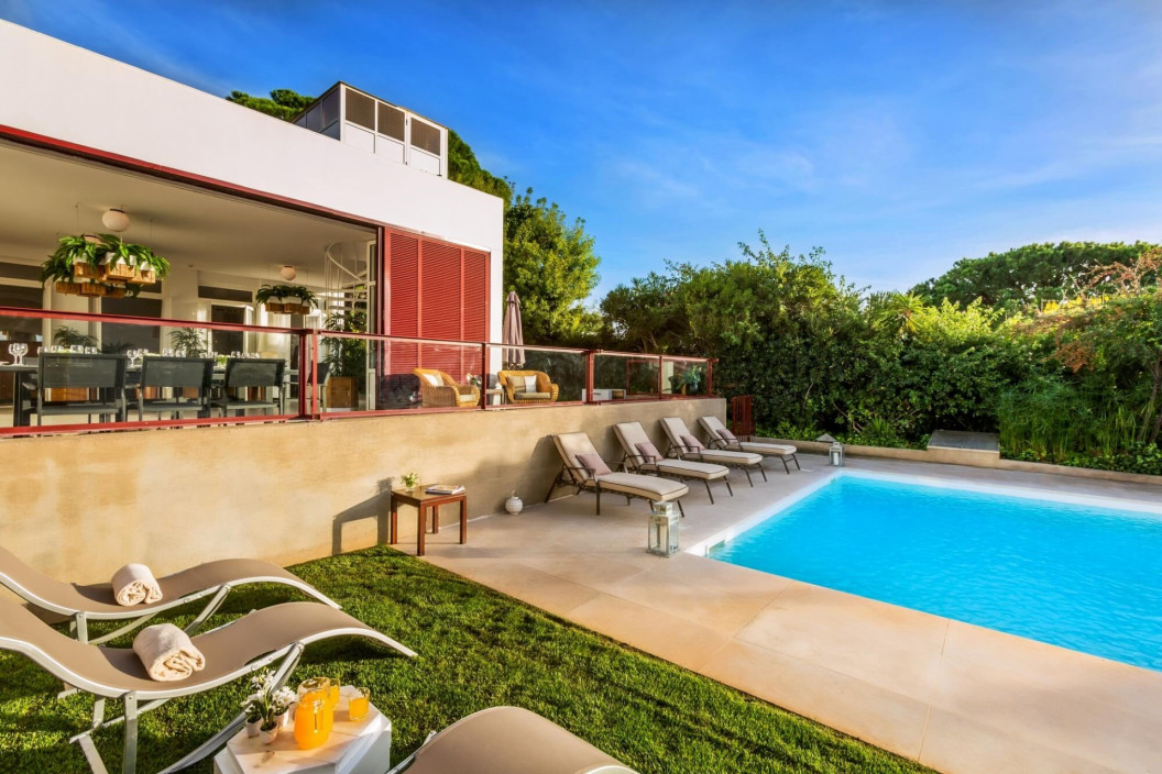 Modern 5 Bedroom Villa with Private Pool & Walking Distance to Beach
