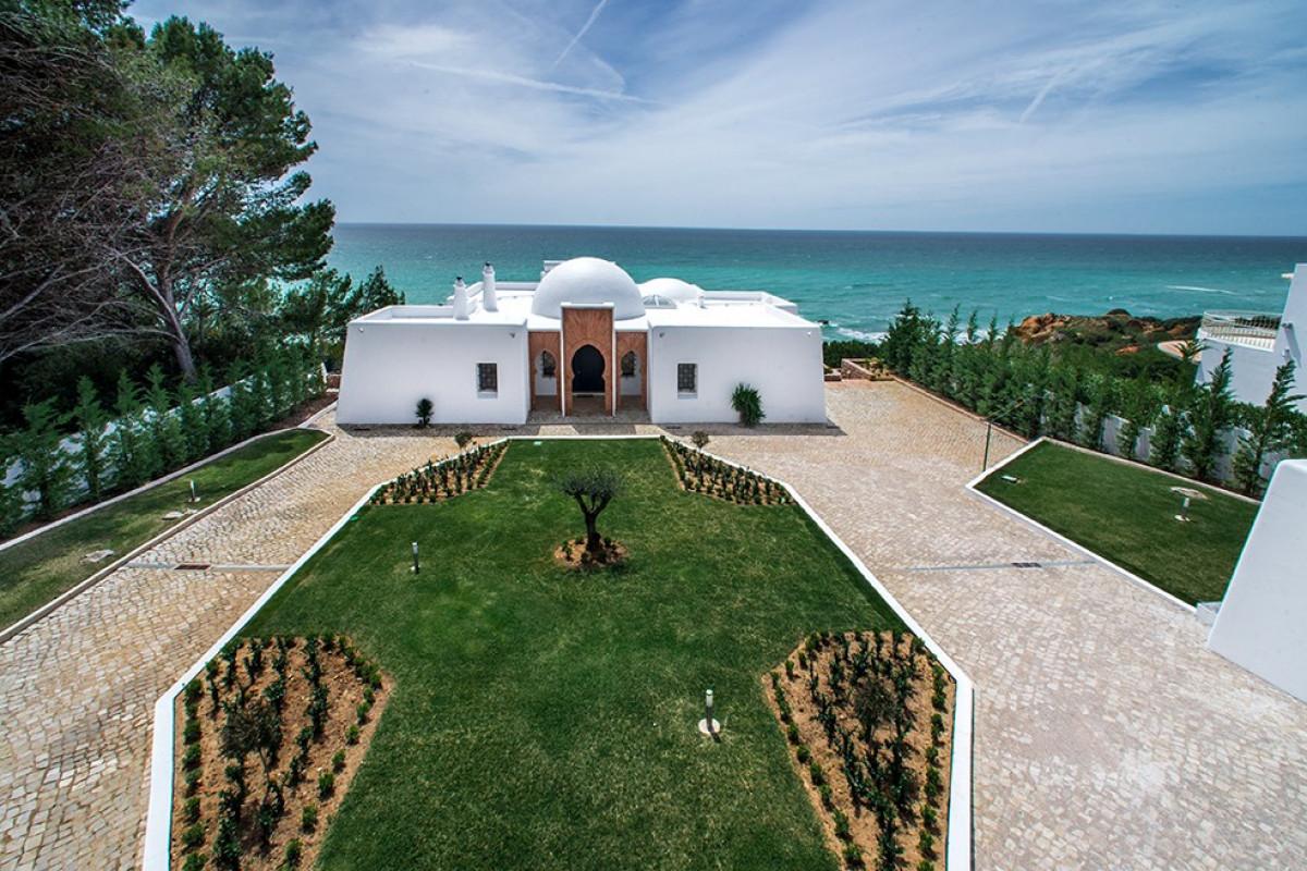 Moorish Themed 5 Bedroom Villa with Large Pool & Sea Views