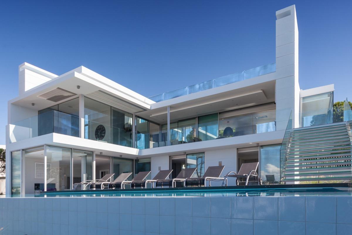 Modern 5 Bedroom Villa with Sea Views, Games Room & Cinema Room