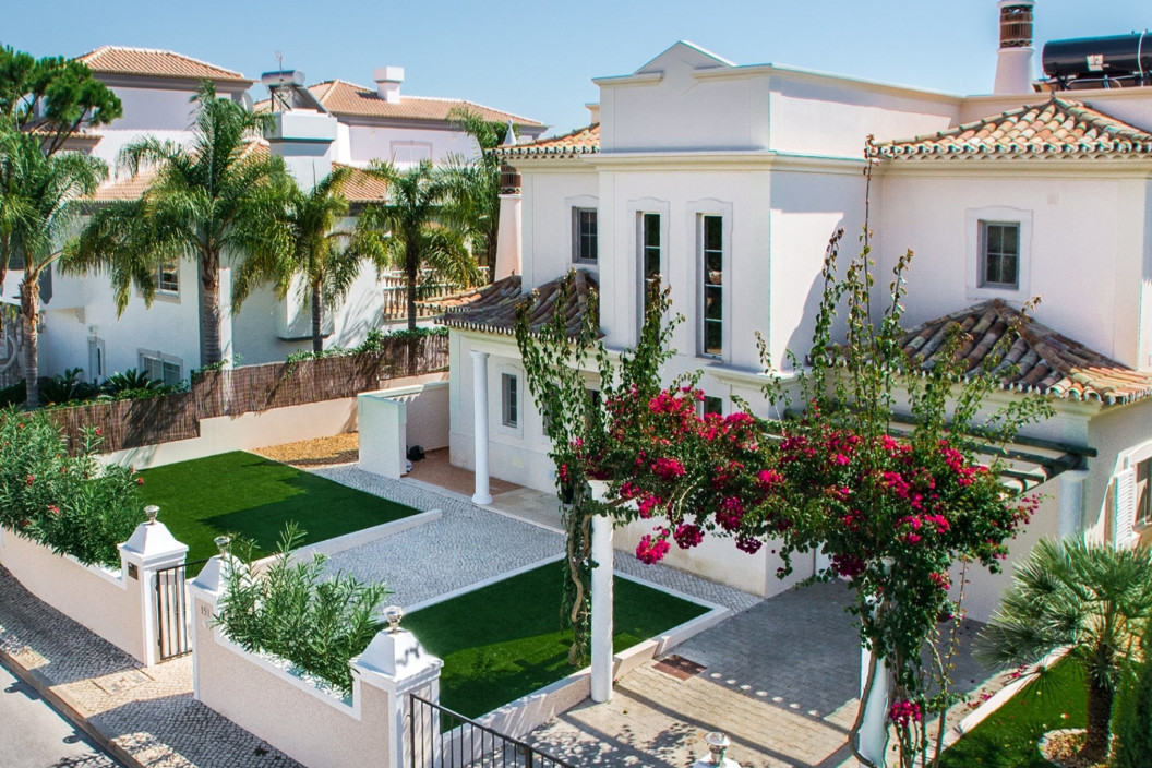 Traditional 4 Bedroom Villa with Swimming Pool
