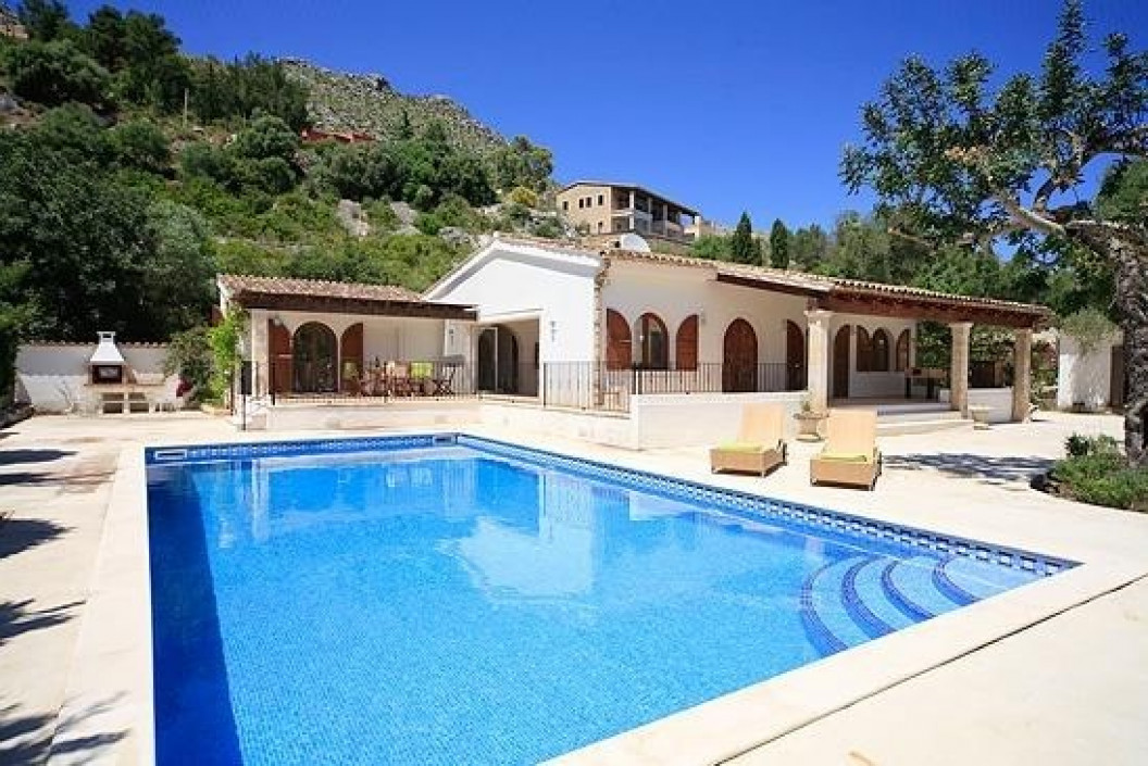 Modern 4 Bedroom Villa with Private Pool and Annexe