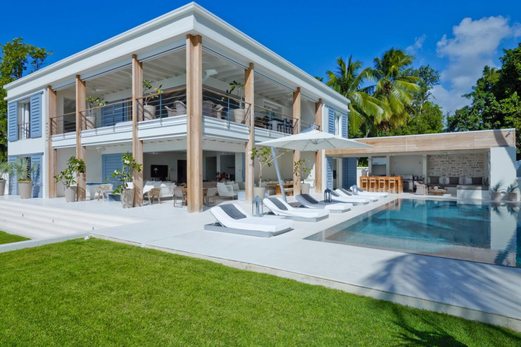 5 Bedroom Villa | St James | Infinity Pool, Garden & Pool Table