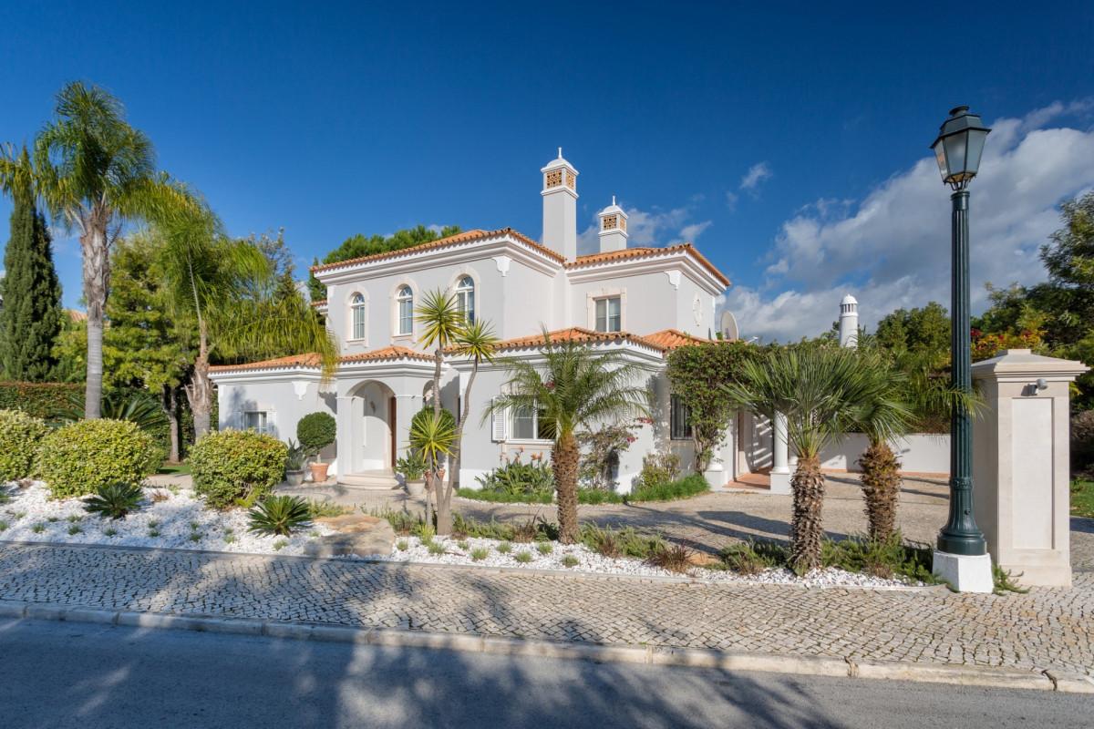4 bedroom villa in the private Quinta Verde development right on the edge of Quinta do Lago