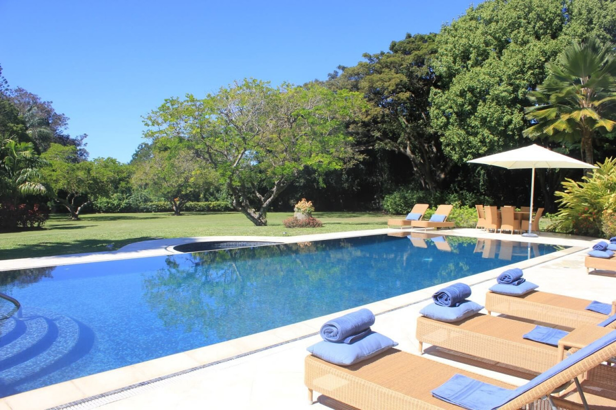 6 Bedroom Villa with Private Pool, Jacuzzi & Garden