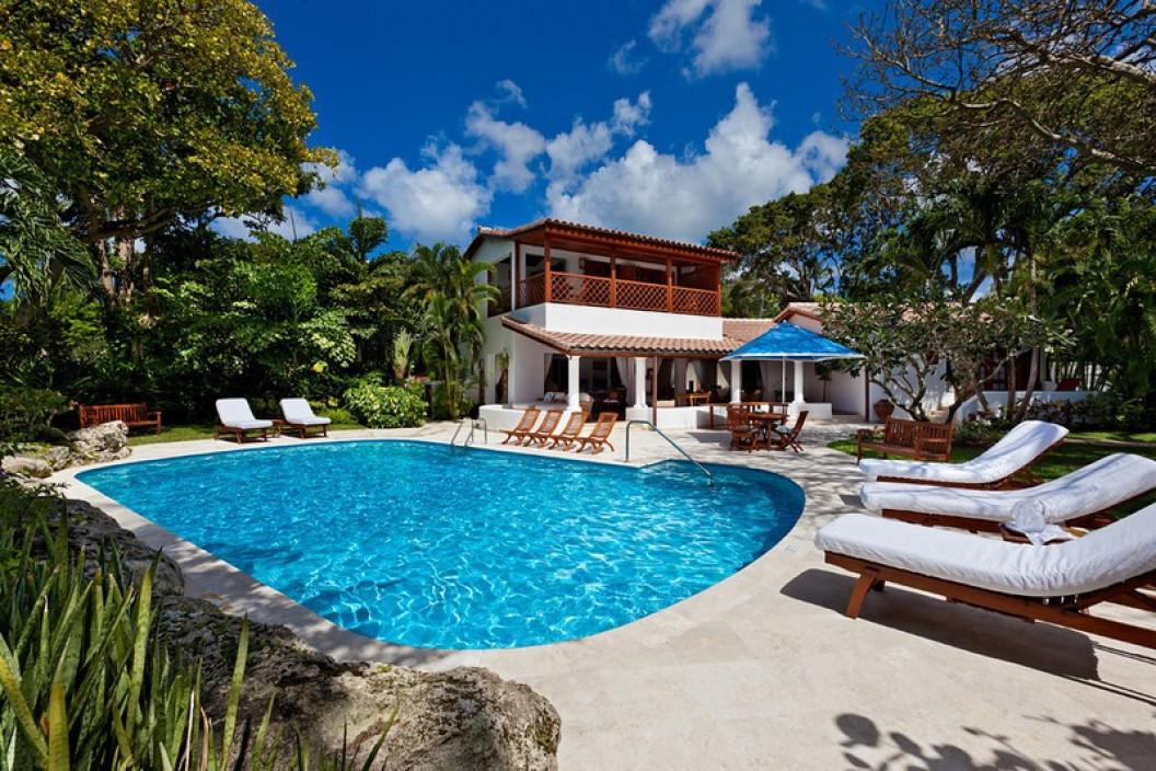 4 Bedroom Beachfront Villa with Pool & Garden