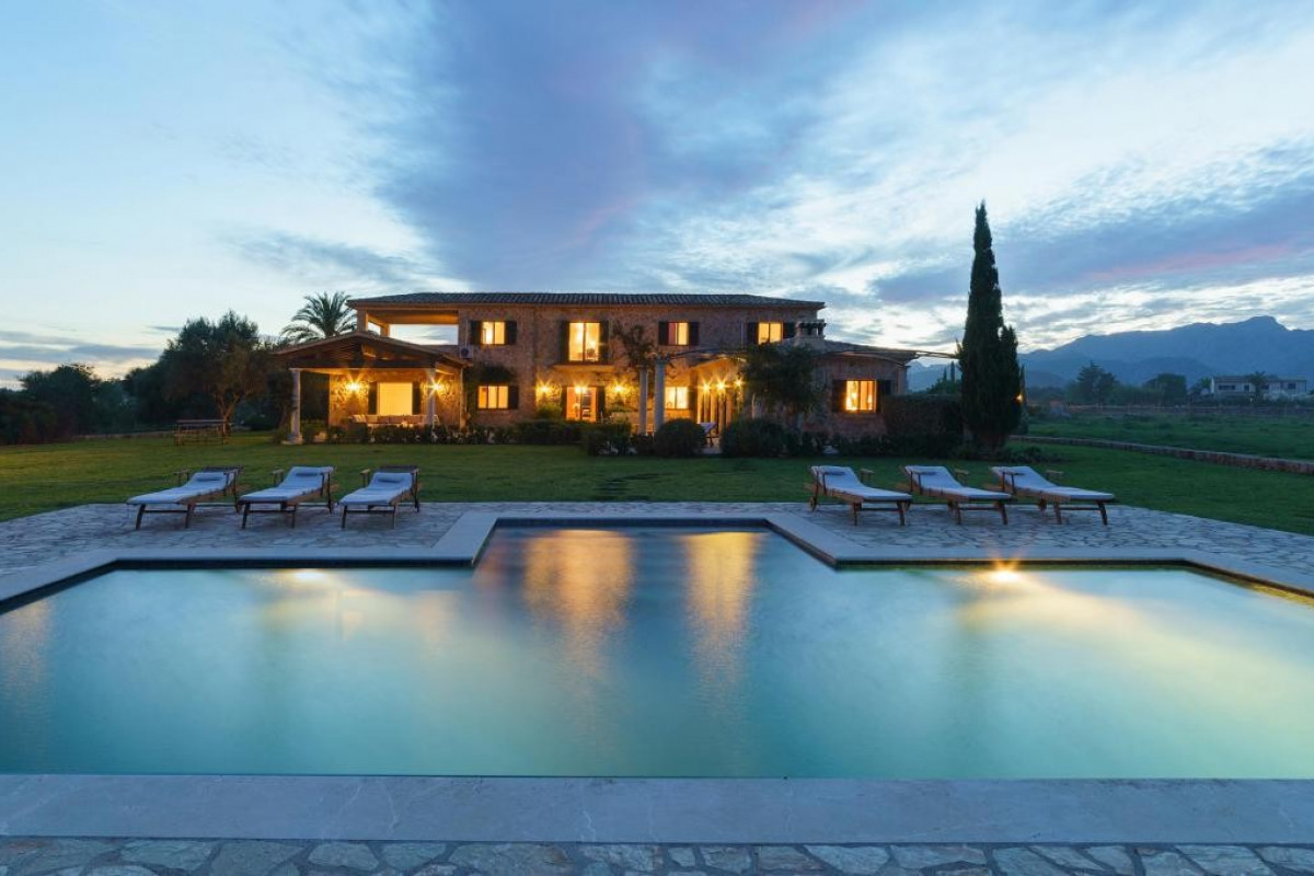 Traditional Stone Built 6 Bedroom Villa with Private Pool, Home Cinema & Gym