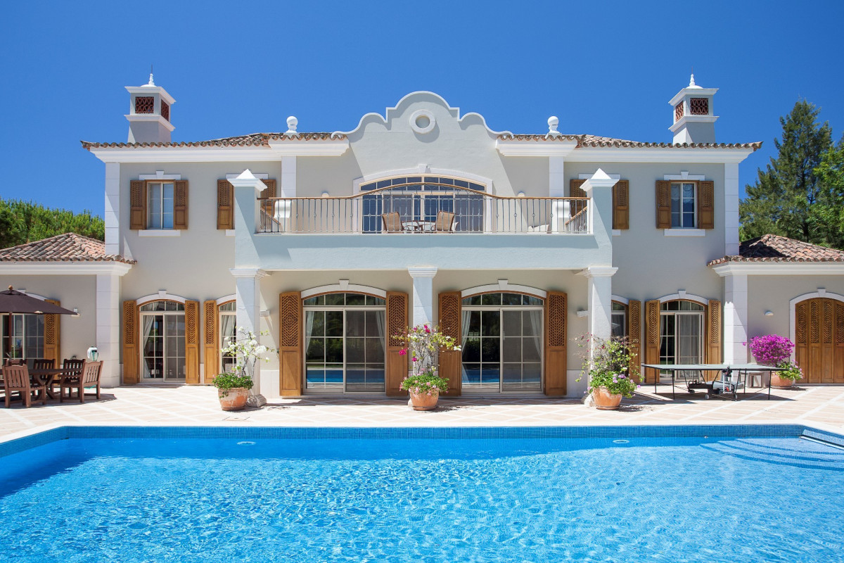 Traditional stylish villa with its own gym,  located frontline to the stunning San Lorenzo Golf Course