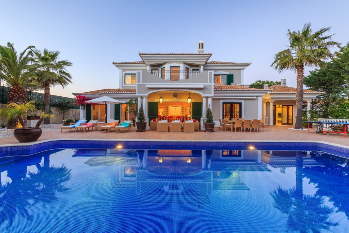 Modern 6 Bedroom Villa with Gym, Cinema Room & Large Private Pool