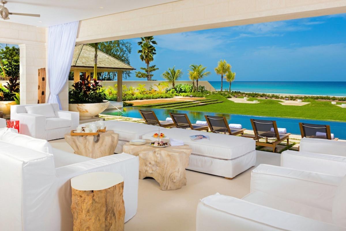 Modern 5 Bedroom Beachfront Villa with Infinity Pool