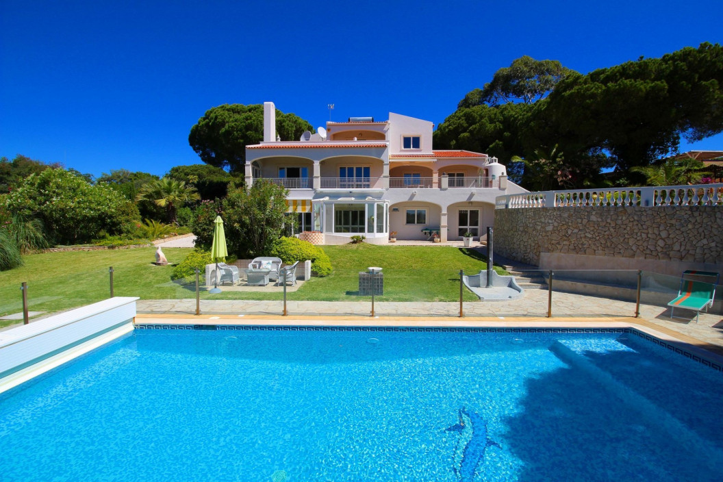 6 Bedroom Villa | in Porches, Algarve | with Tennis Court & Private Pool