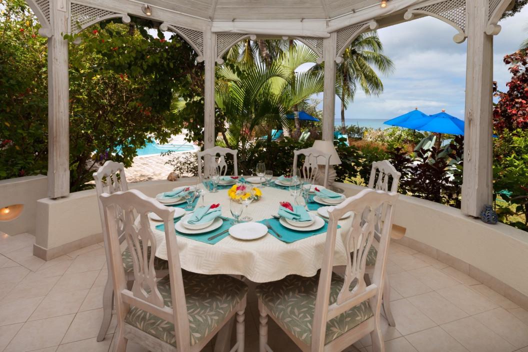 Luxury 3 Bedroom Villa with Sea Views and Salt Water Pool