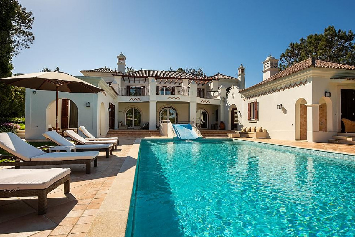 6 bedroom villa in Quinta Do Lago with games room and cinema