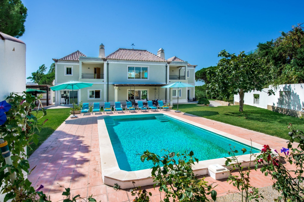 Luxurious 4 Bedroom Villa with Private Pool