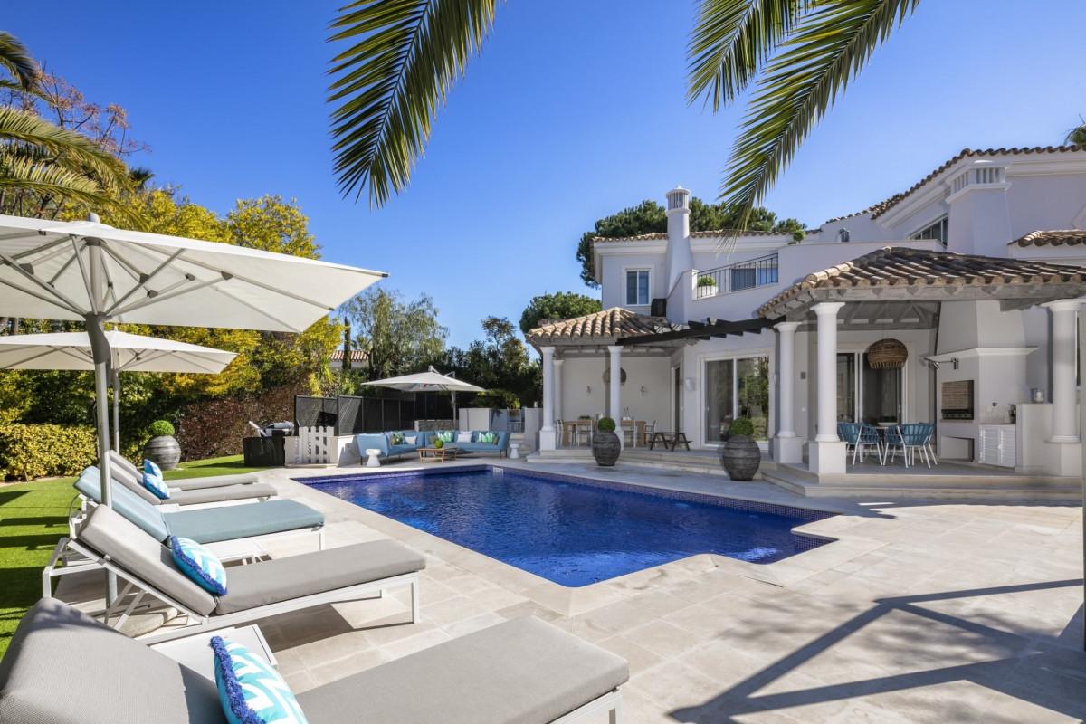 Spacious 5 bedroom villa located in Quinta Verde