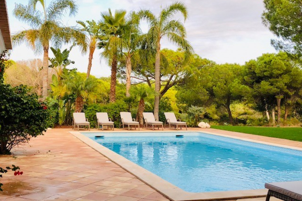 Warm and welcoming 5 bedroom family holiday villa  with sunny south facing pool
