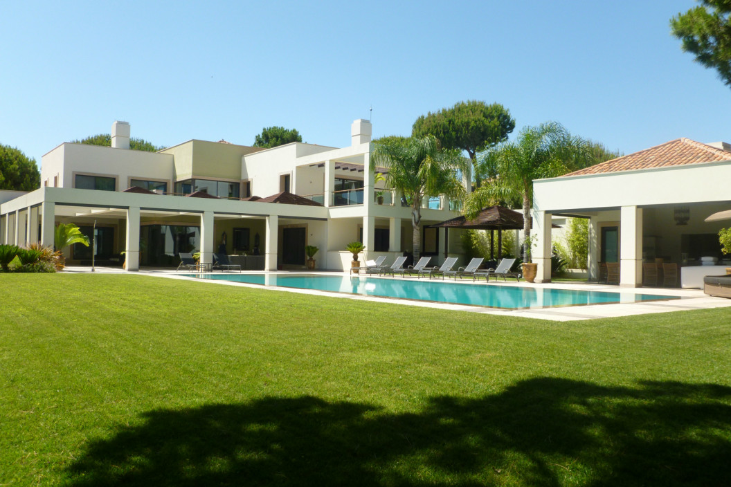 Modern 6 Bedroom Villa with Large Private Pool