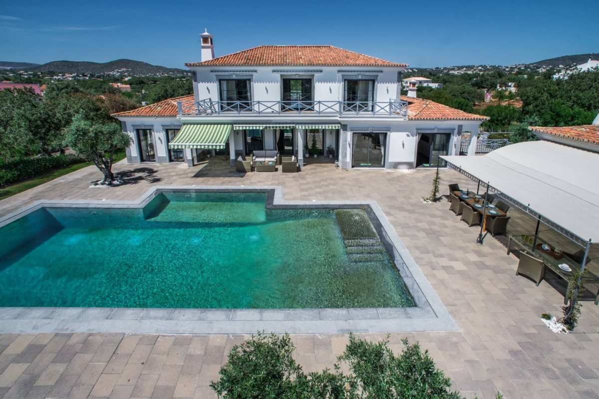 5 Bedroom Elegant & Traditional Villa with Large Private Pool