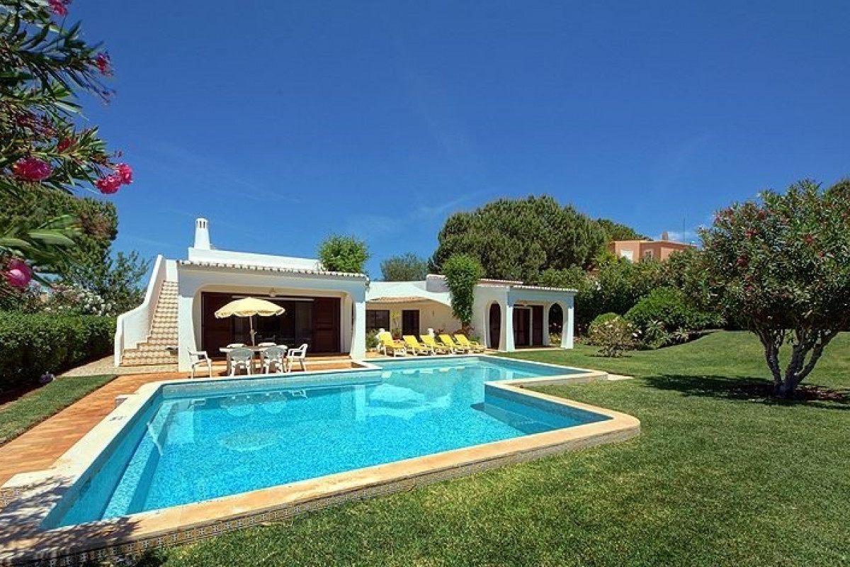 Located in a quite area of Vilamoura just a short walk to restaurants