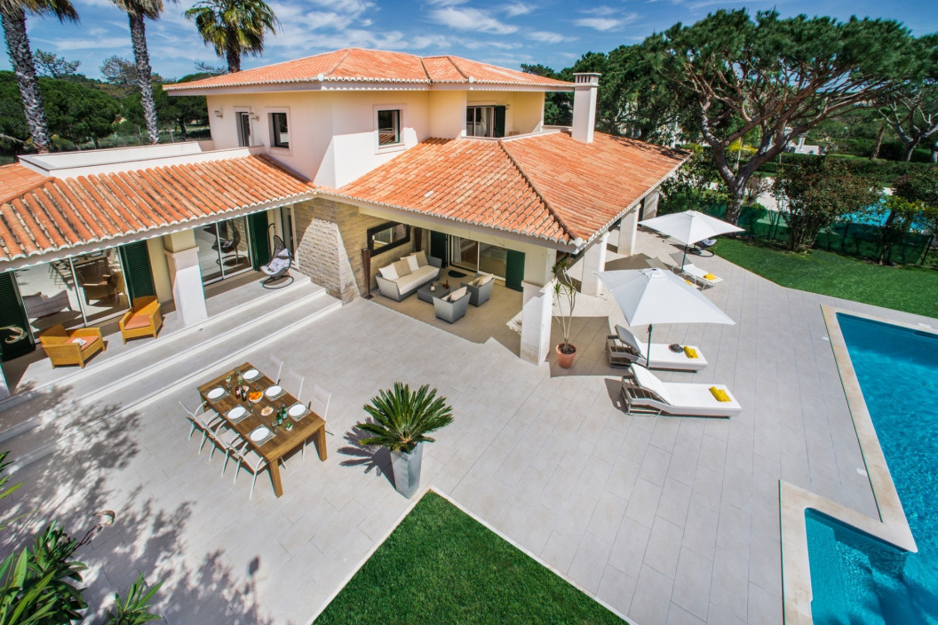 Modern 3 Bedroom Villa with Private Pool,  Walking Distance to Beach