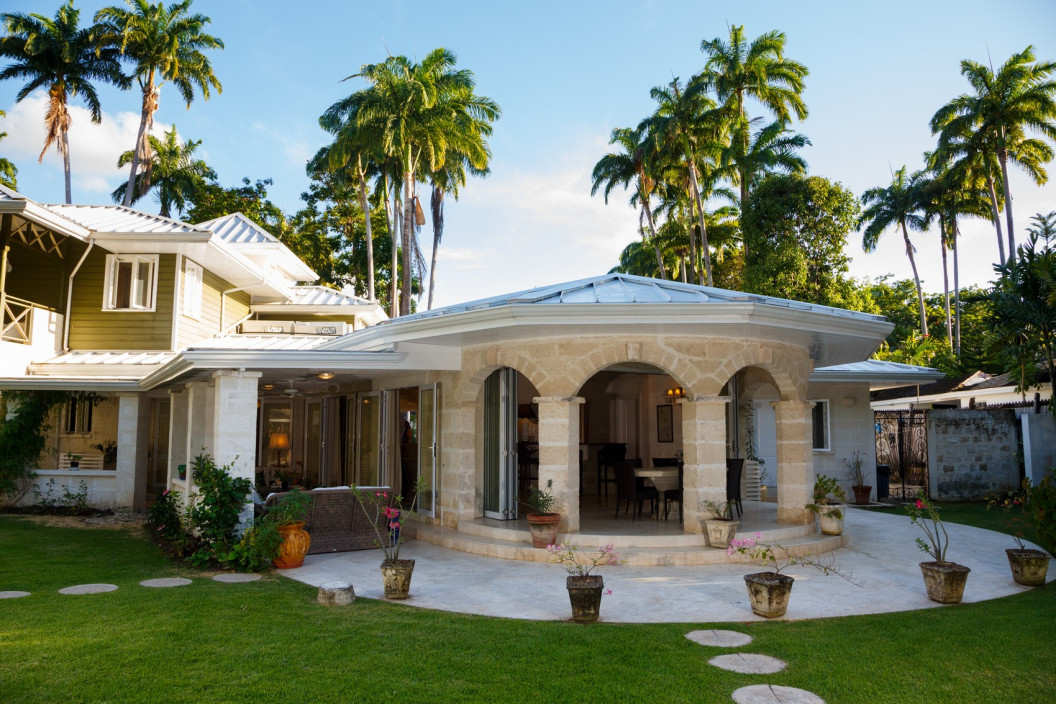 Modern 5 to 8 Bedroom Villa Private Pool and Close to the Beach