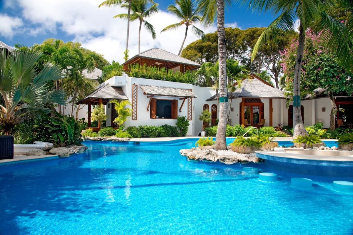 9 Bedroom Beachfront Villa with Pool &Tennis Court