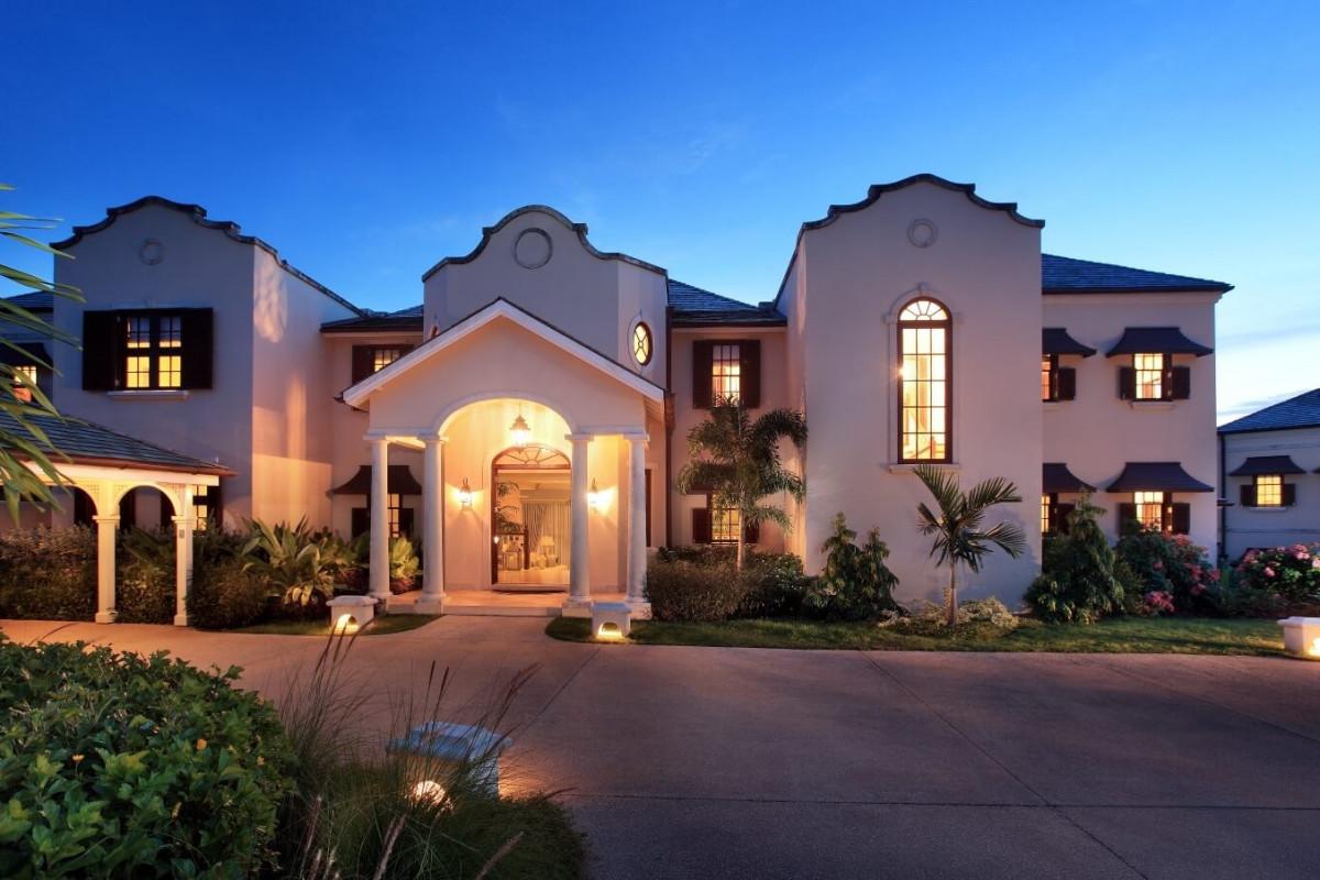6 Bedroom Villa | Westmoreland | with Infinity Pool, Gym & Jacuzzi