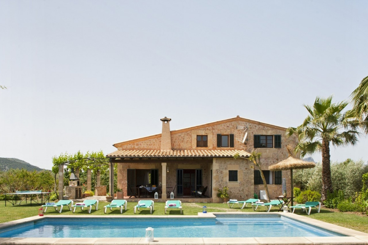 Modern 4 Bedroom Villa with Private Pool & Large Garden
