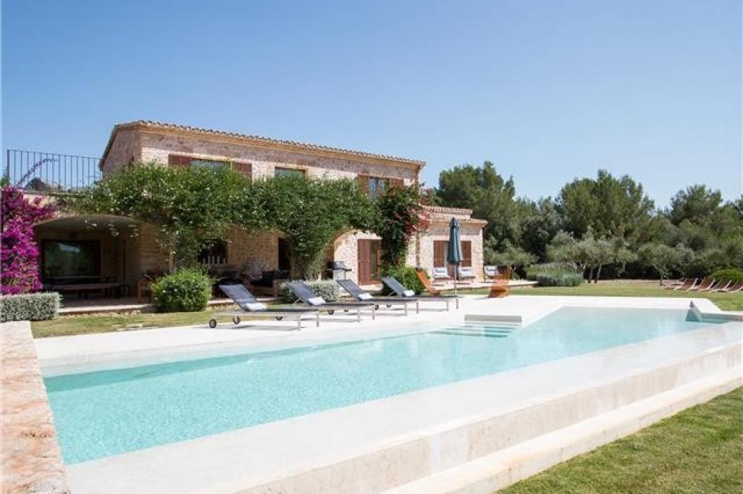6 Bedroom Villa | Alcudia Mallorca | Private Pool and Stone Façade