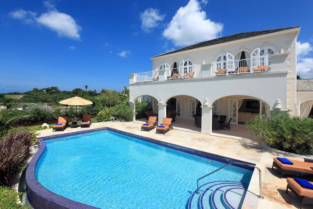 Modern 6 Bedroom Villa with Private Pool & Cottage