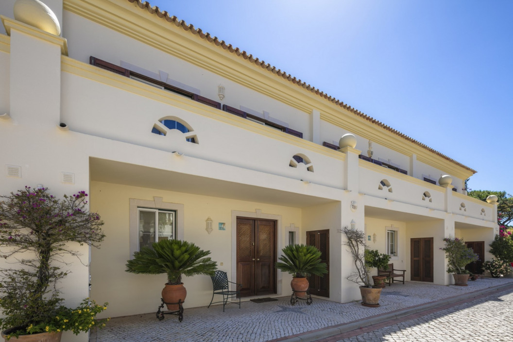 3 Bedroom Townhouse | in Pinheiros Altos | with Private Gardens