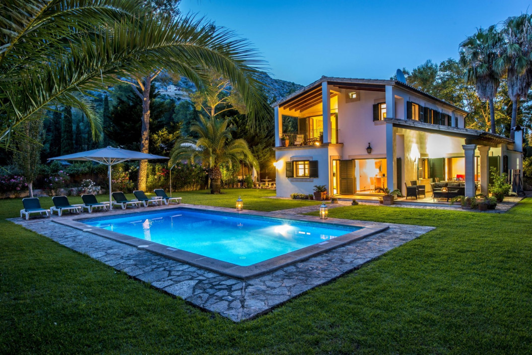 Traditional & Private 4 Bedroom Villa with Swimming Pool