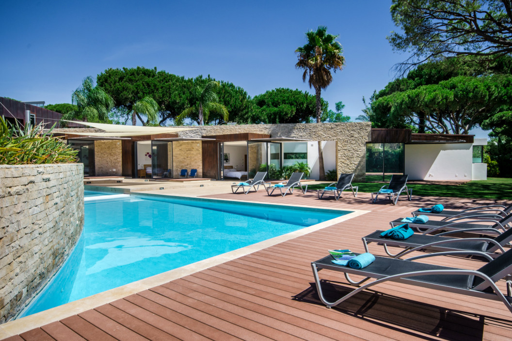 6 Bedroom Modern Villa with Large Private Pool & Garden